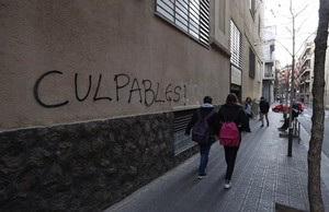 Pintada en la entrada del colegio maristes de les corts denunciado por pederastia
