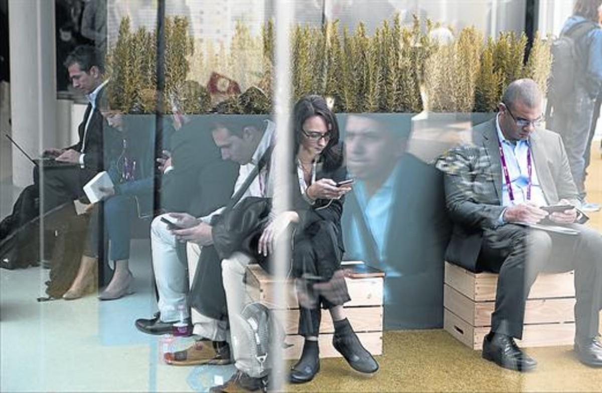 Un grupo de jóvenes millennials, en Barcelona.