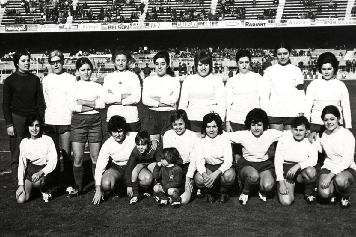 Debut del equipo femenino del Barça en 1970.