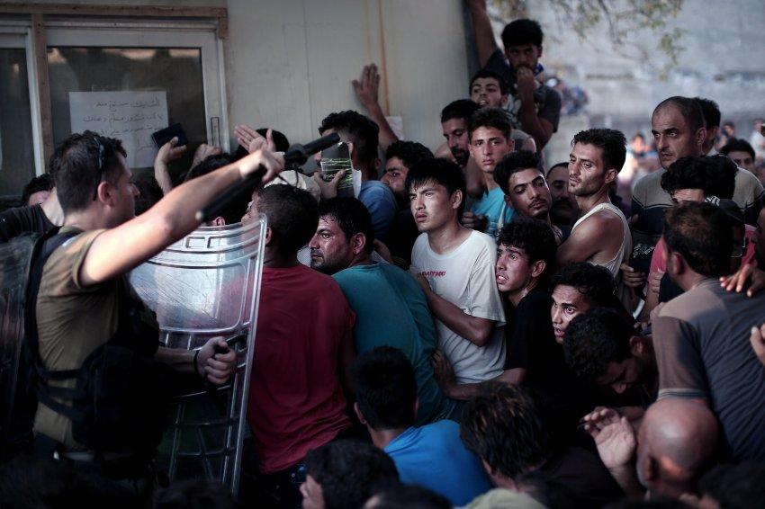 V�deo de los enfrentamientos entre refugiados y polic�as en la isla griega de Lesbos.