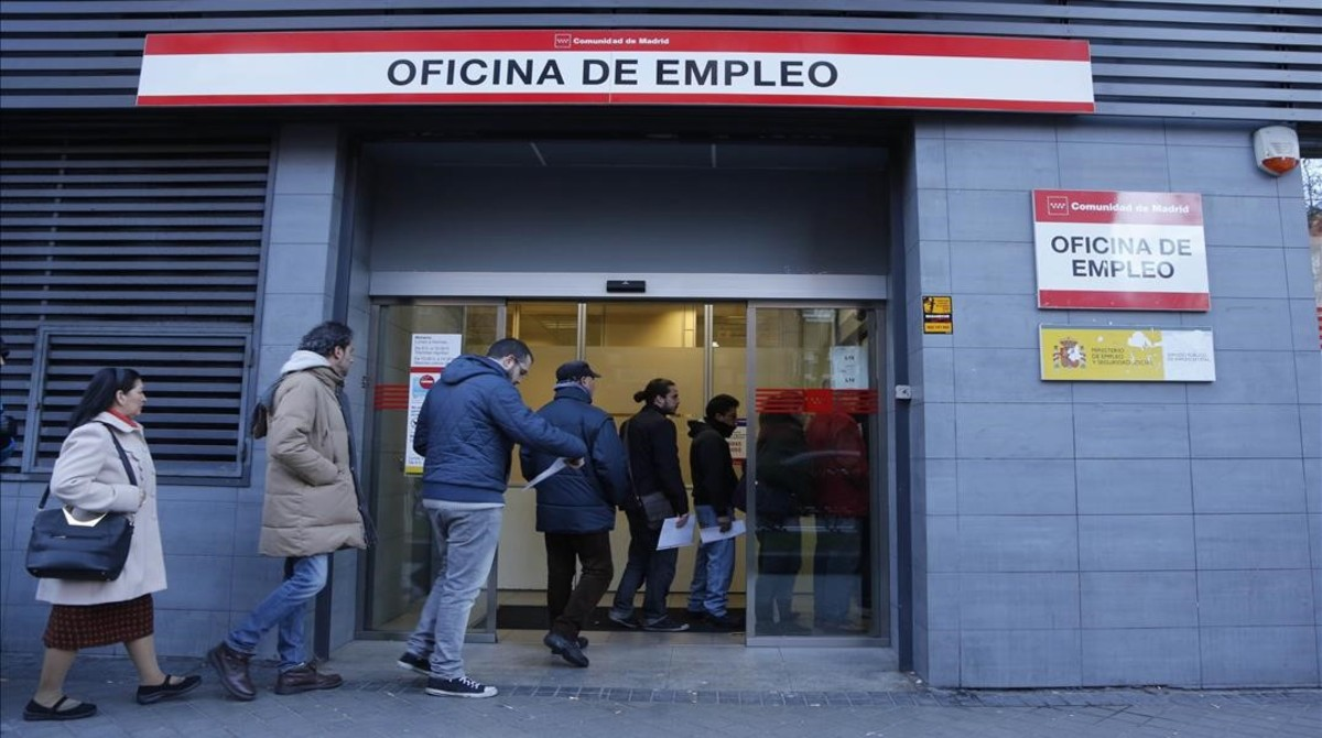 Empleo juvenil contrato de pr cticas sin cobrar y con for Oficina de empleo madrid