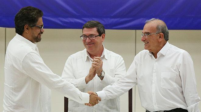 """""""Comença el final del patiment i el dolor"""", proclama el president Santos després que s'acabin amb èxit les negociacions amb les FARC"""