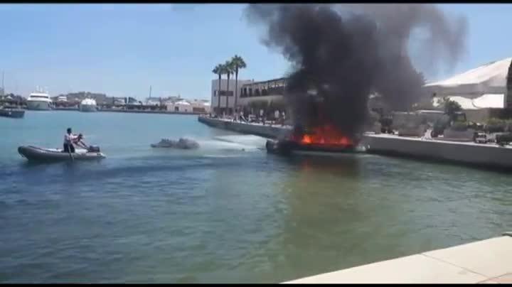 Explosi�n en un barco en el puerto de Ibiza