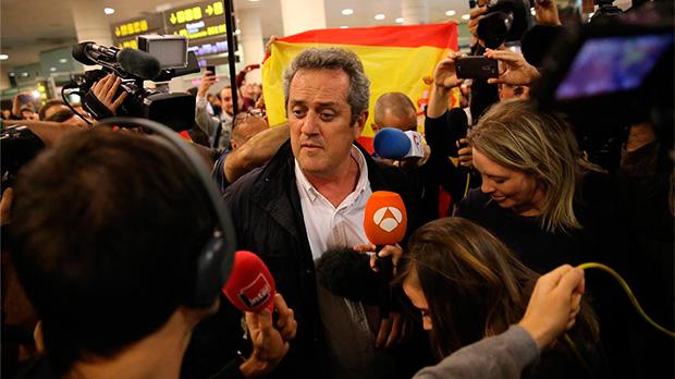 """Bassa i Forn, rebuts a l'aeroport del Prat a crits d'""""a la presó"""""""