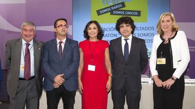 Antonio Álvarez, coordinador de ASEM; Juan Carrión, presidente de FEDER; Isabel Gemio, presidenta de la FIG; Mario Garcés, secretario de Servicios Sociales e Igualdad y Cristina Fuster, presidenta de la AAEEN.