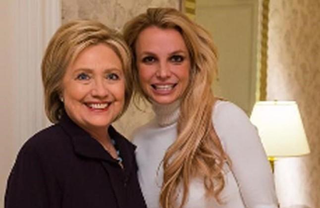 Britney Spears recolza Hillary Clinton