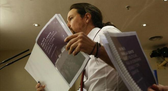 """Podem fixa el referèndum com a """"imprescindible"""" en la seva oferta de govern a Sánchez"""