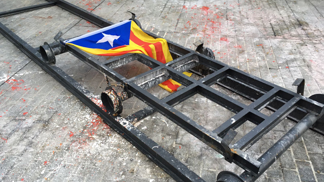 L'Ajuntament de Barcelona retira l'estàtua de Franco davant del Born després de ser tombada