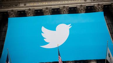 El logo de Twitter desplegado en la fachada de la Bolsa de Nueva York.