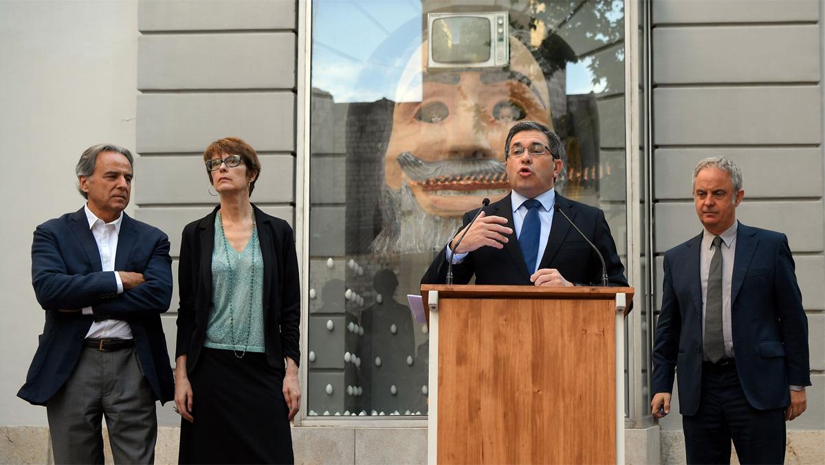 """Los forenses toman """"pelo, uñas y dos huesos largos"""" del cadáver momificado de Dalí"""
