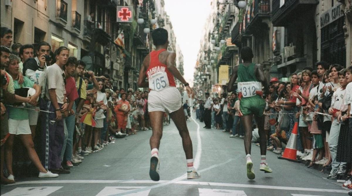 La prueba de la maratón a su paso por la calle Ferrán.