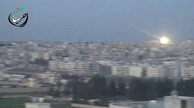 V�deo del bombardeo ruso sobre Alepo con bombas de racimo.