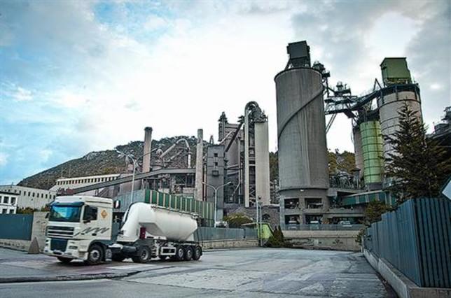 Vallcarca entierra el cemento for Fabrica de placares en montevideo