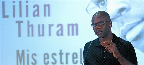 Comprometido 8 Thuram, ayer, en la sala Pars del Camp Nou durante la presentacin del libro.