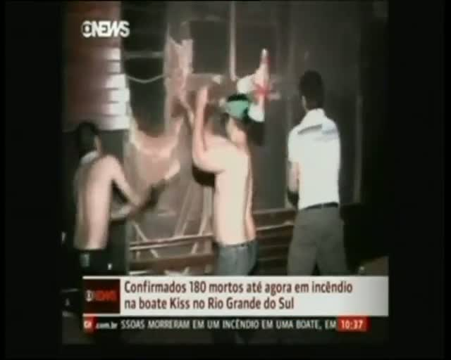 Intentan el rescate en la discoteca Kiss de Brasil