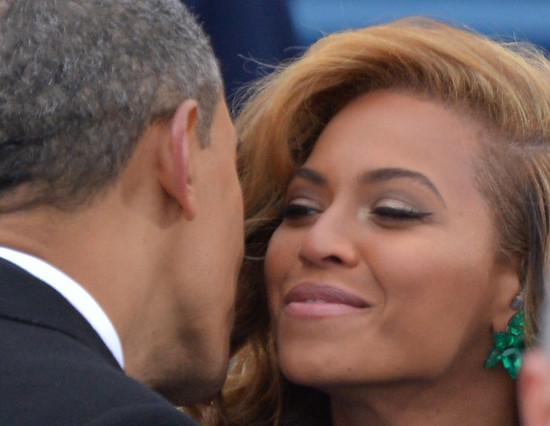 Obama saluda a Beyoncé durante su toma de posesión como presidente de EEUU, el 21 de enero del año pasado.