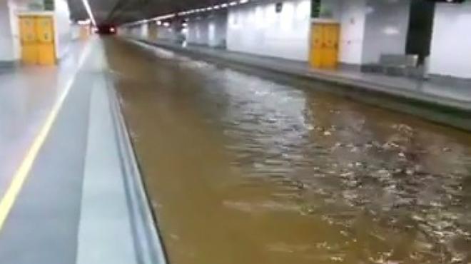 Un videoaficionado graba la inundaci�n en la estaci�n del AVE de Girona