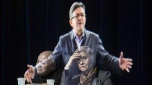 El candidato de Francia Insumisa, Jean-Luc Mélenchon, ofreció un mitin en París a través de la proyección de su holograma.