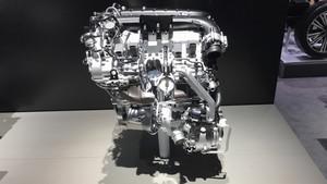 El motor W12 desarrolla 608 CV.