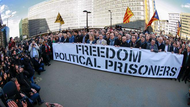 Els alcaldes catalans a Brussel·les contra lempresonament de polítics.