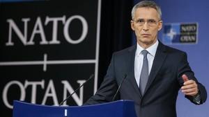 Stoltenberg interviene en rueda de prensa, tras la segunda jornada del Consejo de Ministros de la OTAN en Bruselas, el 9 de noviembre.