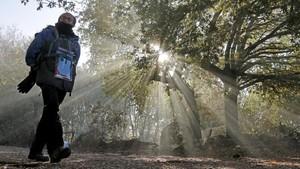 Un pelegrino cerca de Portomarín, Lugo, con temperaturas de 9 grados bajo cero.
