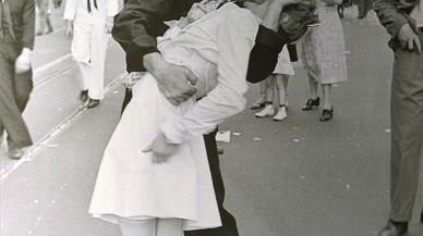 Mor la protagonista del petó del final de la segona guerra mundial a Time Square