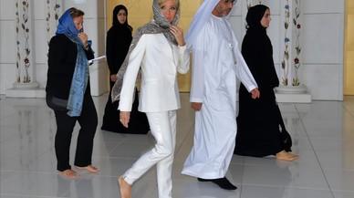 Brigitte Macron, en la Gran Mezquita de Abu Dabi