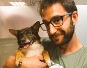 El actor Dani Rovira utiliza Twitter e Instagram para promocionar y defender la adopci�n de perros.