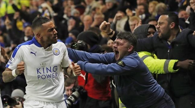 El Leicester vence al Watford y se escapa en el liderato de la Premier