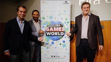 De izquierda a derecha, Jos� Mar�a Moreno (director general de la Aevi), Josep Antoni Llopart (director de Barcelona Games World) y Alberto Gonz�lez Lorca (presidente de la Aevi).