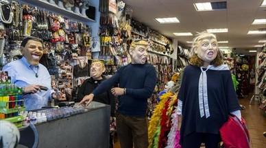 En la tienda Atucom, Obama despacha a Trump.