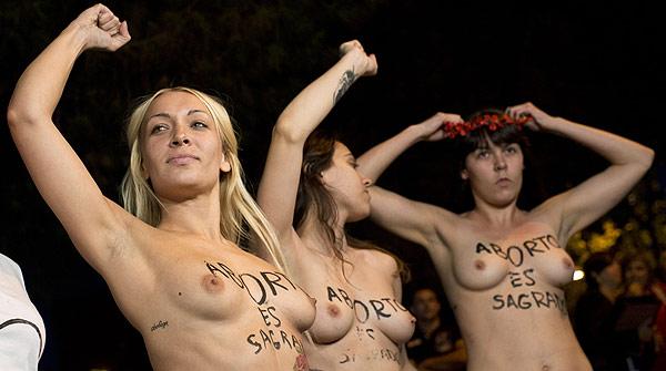 En llibertat les activistes que han irromput en el ple del Congrés