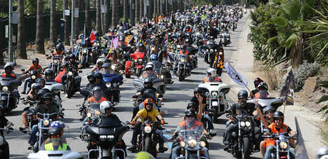 Desfile de Harley Davidson por Barcelona.
