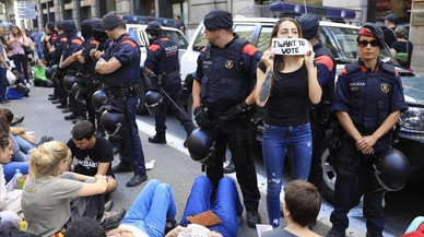 Cursillos exprés de antidisturbios en los Mossos