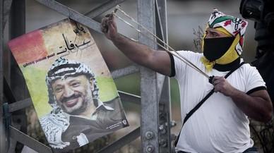 Facebook cierra la web de Fatá por una fotografía de Arafat armado