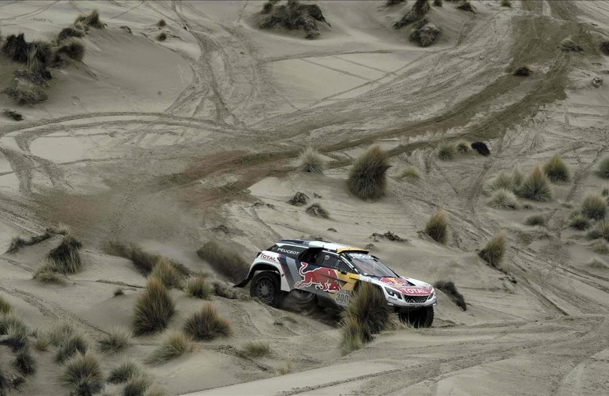 El piloto francés de Peugeot, Stephane Peterhanseldurante la séptima etapa del Dakar 2017 entre La Paz y Uyuni, Bolivia.