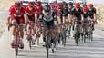El viento derriba ciclistas en la Volta a La Marina