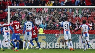 L'Espanyol aconsegueix un punt insuficient a Gijón abans del derbi contra el Barça