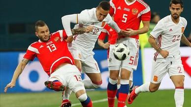 'La Roja' perd el lloc i l'estil i pateix contra Rússia (3-3)