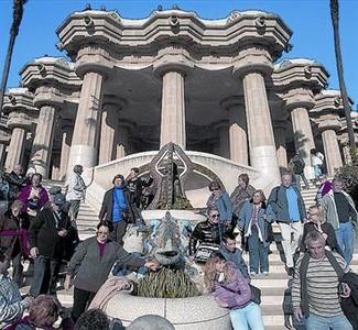 Típica estampa de la escalinata, el rincón más fotografiado del parque.