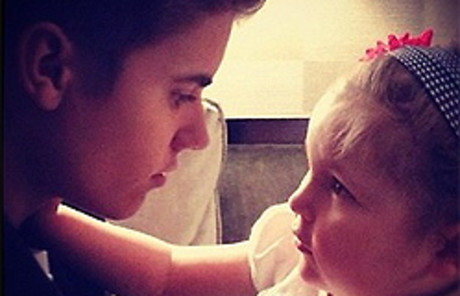 El Justin Bieber y su peque�a fan, Avalanna Routh.