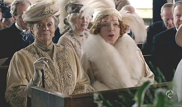 Maggie Smith y Shirley MacLaine, en `Downton Abbey� (A-3).