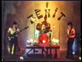 Puigdemont, a la izquierda, en un vídeo casero del grupo Zènit.