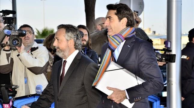 El exgerente de la Fundación Illesport, Gonzalo Bernal (derecha), este miércoles, a su llegada al juicio del caso Nóos.