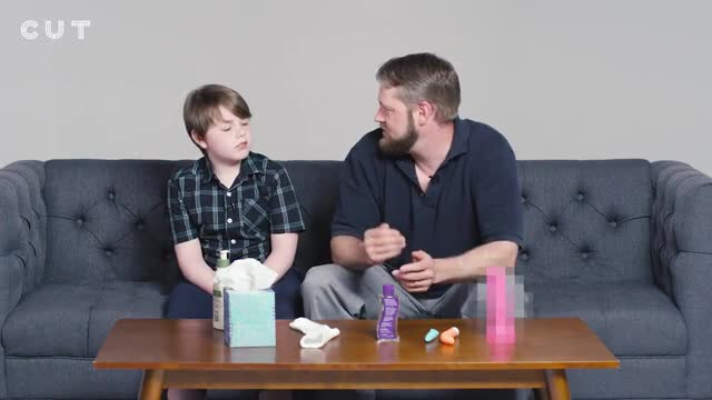 El polèmic vídeo de pares que ensenyen als seus fills a masturbar-se