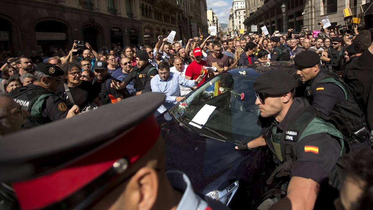 Enorme tensión en Catalunya ante la macrooperación judicial contra los organizadores del referéndum.