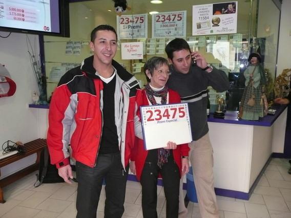 El cuarto premio del 23.475 cae casi íntegro en Ripoll