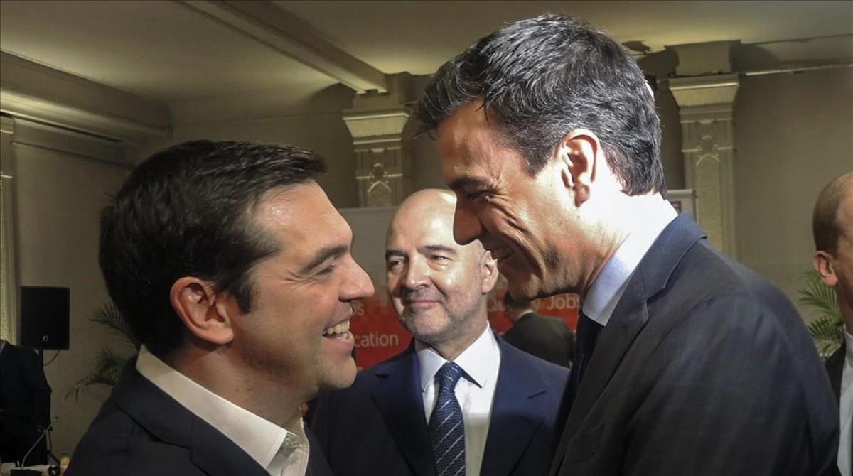 Sánchez recurre a Tsipras para redoblar la presión sobre Podemos