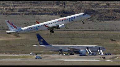 Un avi�n de Air Europa despega en el aeropuerto de Madrid.